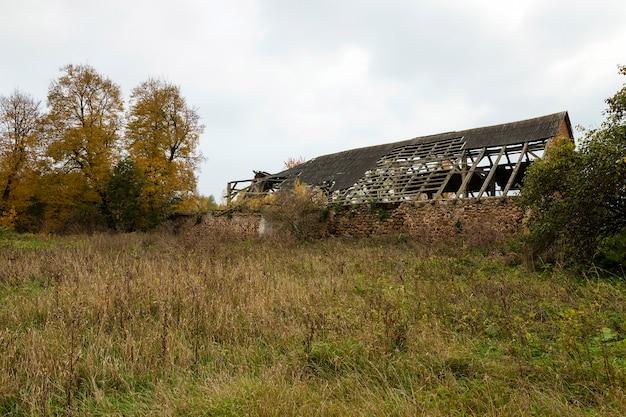 ベラルーシにある古い建物の遺跡を撮影しました