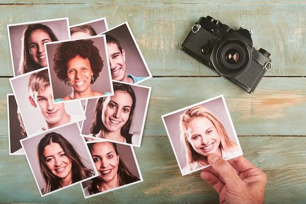 デスクトップ上のモデルの写真を選択する写真家