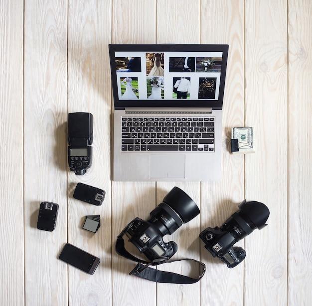 Фотограф оборудование камеры работы хобби образ жизни запуск концепции
