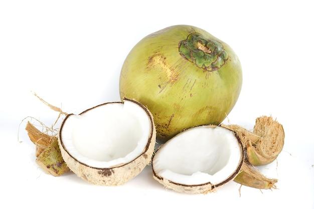 Фотографии кокосов, из которых делают кокосовое масло, кокосовое молоко и т. д.