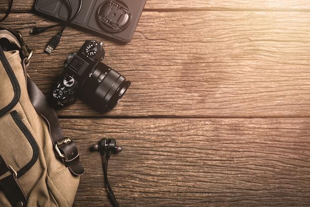 木製のテーブルの写真ギア