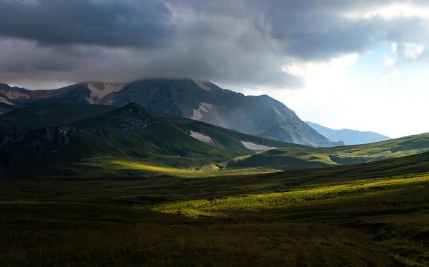 Фотография горы оштен. драматическое небо