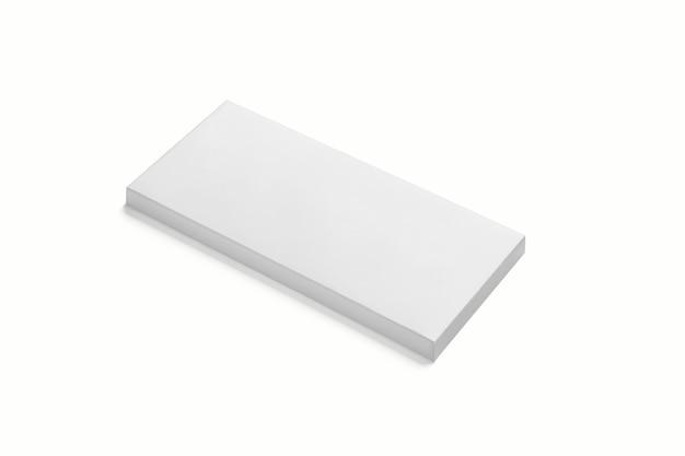 밝은 회색 배경에 사실적인 평면 사각형 골판지 패키지 상자 목업. 3d 렌더링. 디자인을위한 준비 모형 템플릿입니다.