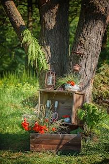 愛するカップルのための魔法の木での写真撮影の結婚式の装飾。
