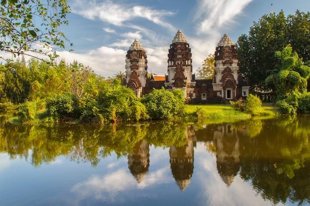 Phra prang sam yot、ロッブリー県、タイ