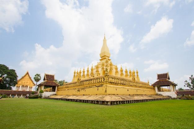 ラオス人民民主共和国、phra that luangは金で覆われた大きな仏教仏塔です。