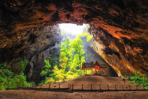 プラヤナコン洞窟