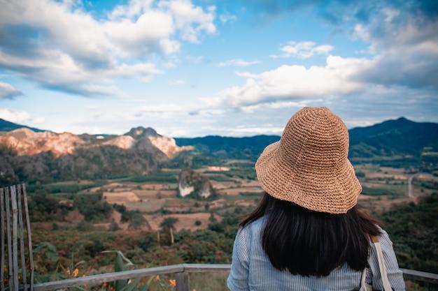 Phu lang ka、タイのパヤオに立っている女性