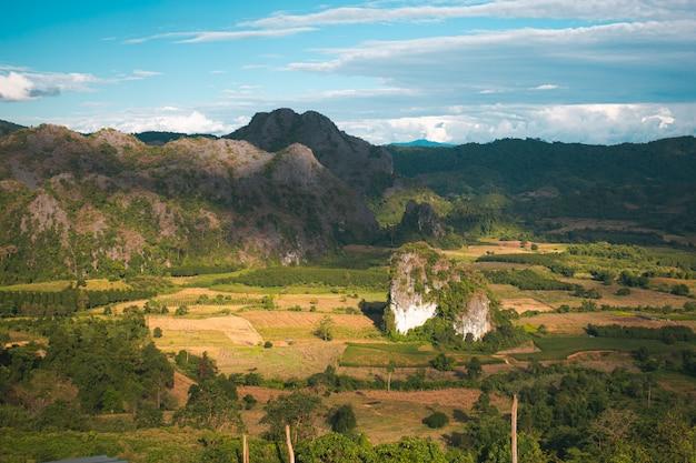 風景。タイのパヤオ、phu lang kaの美しい日の出。