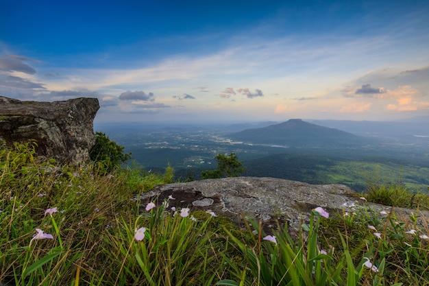 タイのロイ県のphu-luang山の風景。