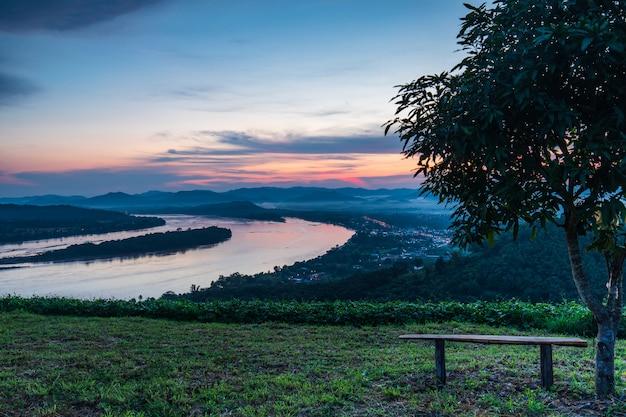 Phu-lum-duan、タイとルーイ、タイの国境のメコン川の風景