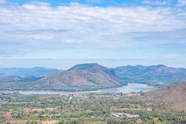 メコン川とphu thokの山々の美しさ