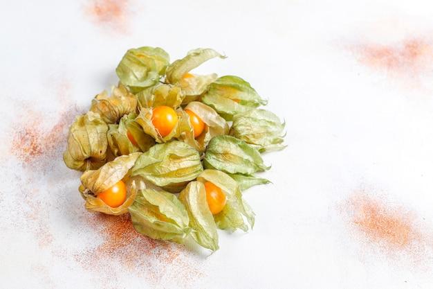 Физалис перуанский или золотая ягода.
