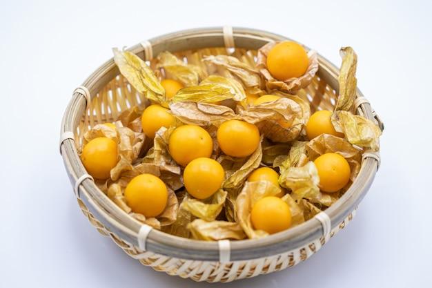ケープグーズベリー果実(physalis peruviana)が分離されました。ゴールデンベリー、ゴールデンベリー、ピチューベリーと一般に呼ばれる。
