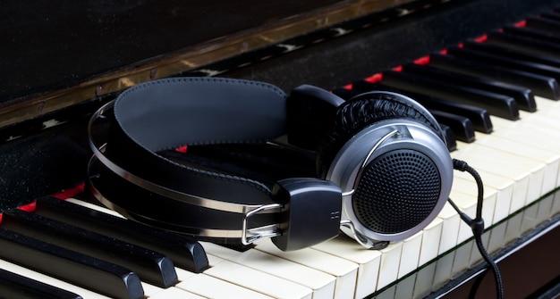 Piano keyboard and headphones