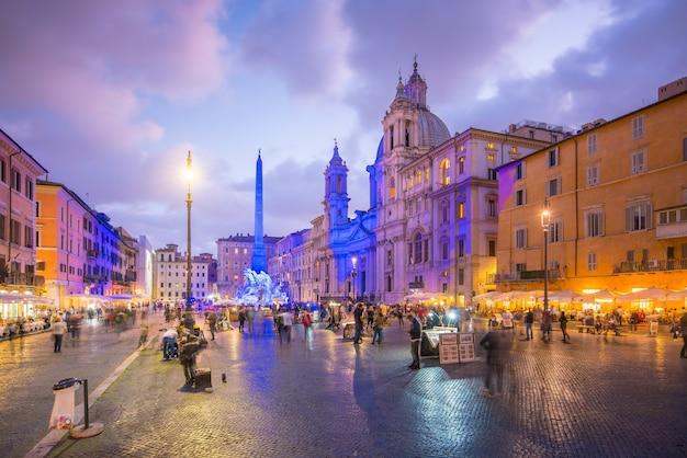 夕暮れのイタリア、ローマのナヴォーナ広場