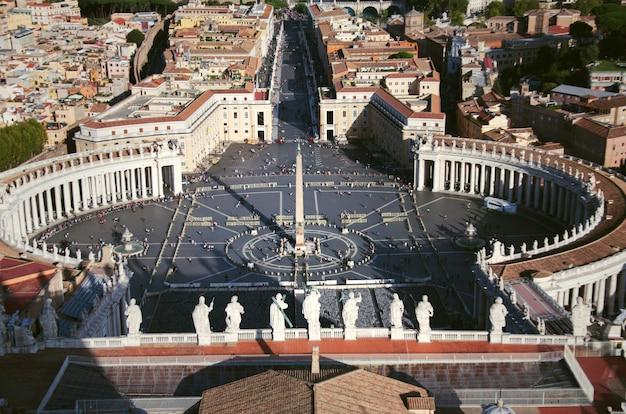 サンピエトロ広場またはサンピエトロ広場、バチカン市国、ローマ、イタリア。