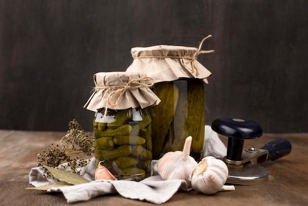 Pickle jars arrangement