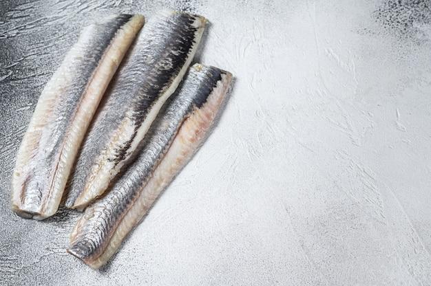 Маринованное маринованное филе морской сельди.