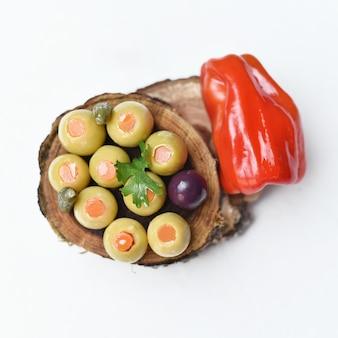 オリーブのピクルスきゅうりレモンとコショウ野菜のピクルスエジプト料理