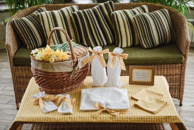 ピクニックセット。ロマンチックなデート。家族の週末。テキストまたは写真のフレーム。ボトル用カバー。