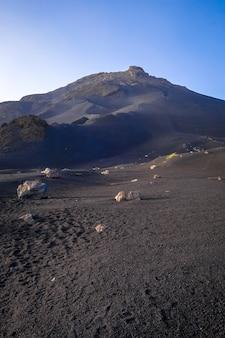 Вулкан пику-ду-фого в ча-дас-кальдейрас, кабо-верде