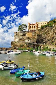 Живописное побережье амальфи, деревня майори, италия