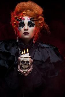 Представьте себе красивую фантазийную женщину с черепом. тема хэллоуина. тема вечеринки.