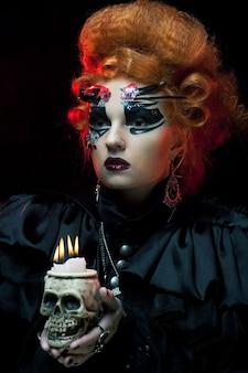 Представьте себе красивую фантазийную женщину с черепом