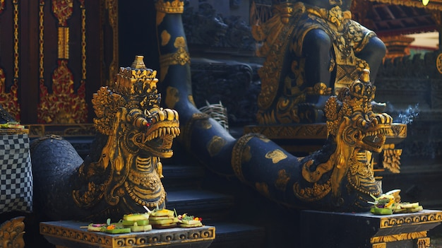Picture of balinese temple gate guardian statue