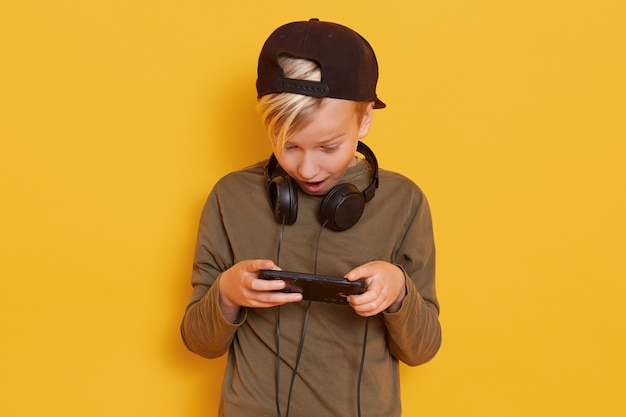 Picture of little blond guy in casual clothing