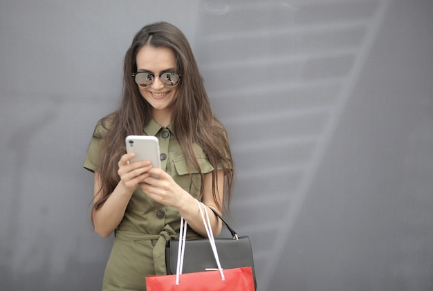 眼鏡をかけた美しい女性の写真