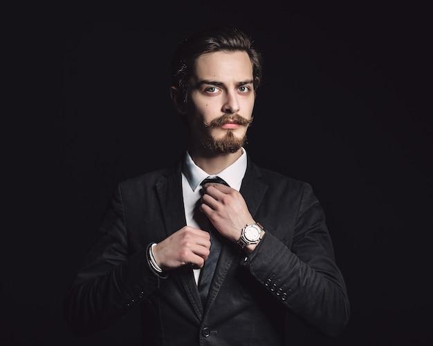 Картина элегантный молодой модный мужчина