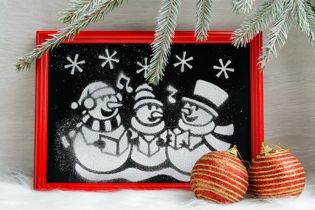 Картина искусственного снега в красной коробке