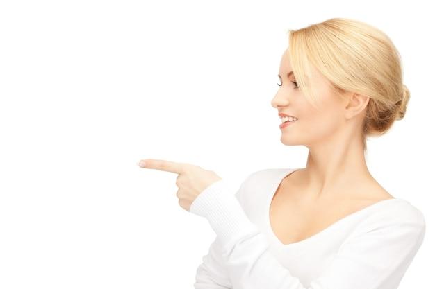 彼女の指を指している魅力的な実業家の写真