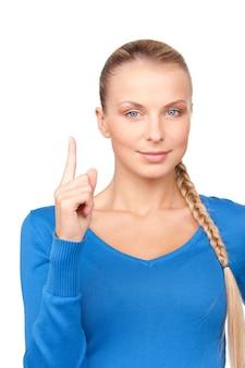彼女の指を上にして魅力的な若い女性の写真