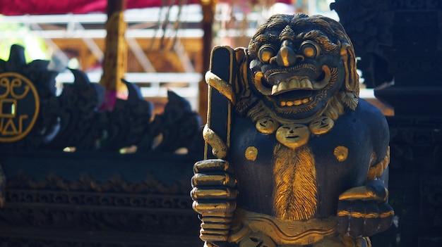 Изображение балийская храмовая статуя