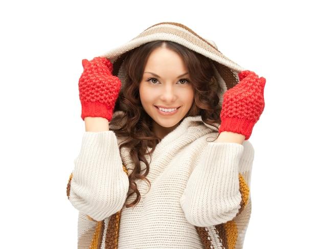 Картина красивая женщина в белом свитере