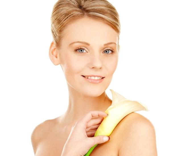 Картина красивая женщина с цветком каллы