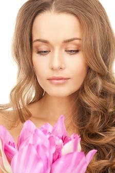 蓮の花を持つ美しい女性の写真