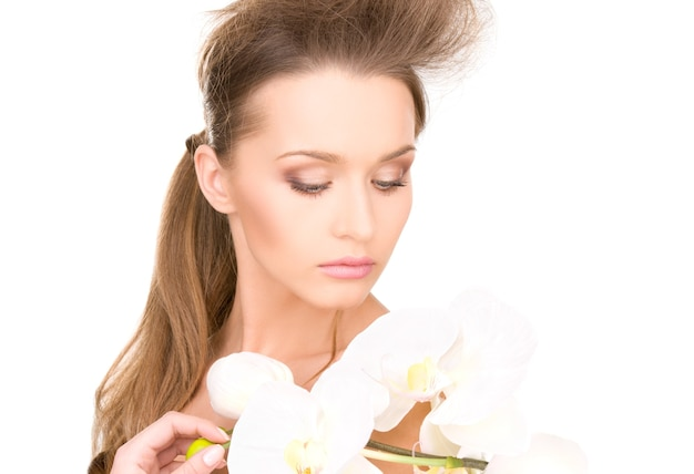 흰 꽃과 아름 다운 여자의 그림
