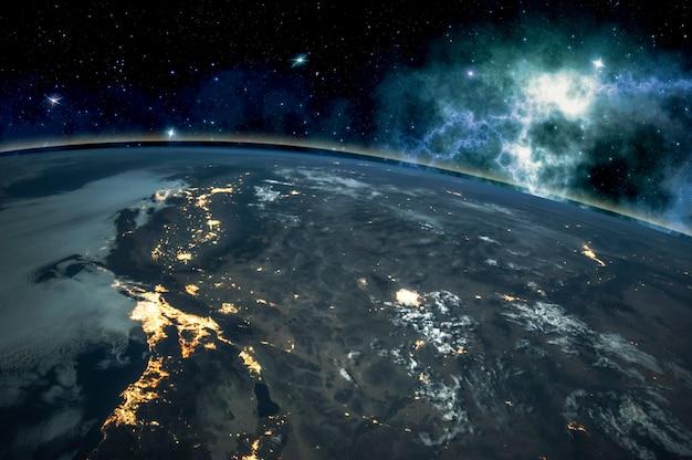宇宙の地球、周りの星々、夜空の写真。この画像の要素の家具
