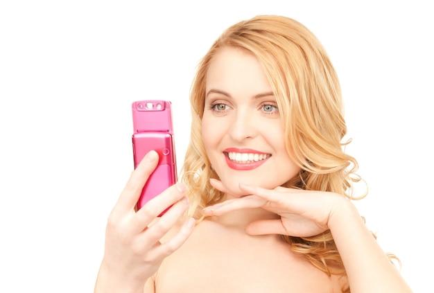 휴대 전화와 함께 행복 한 여자의 그림