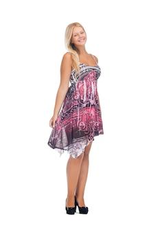 エレガントなドレスを着た素敵な10代の少女の写真