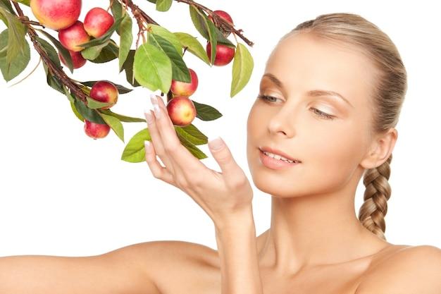 Картина милая женщина с яблочной веткой