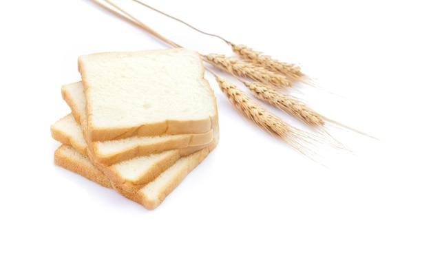 흰색 배경에 고립 된 아침에 얇게 썬된 흰 빵의 그림
