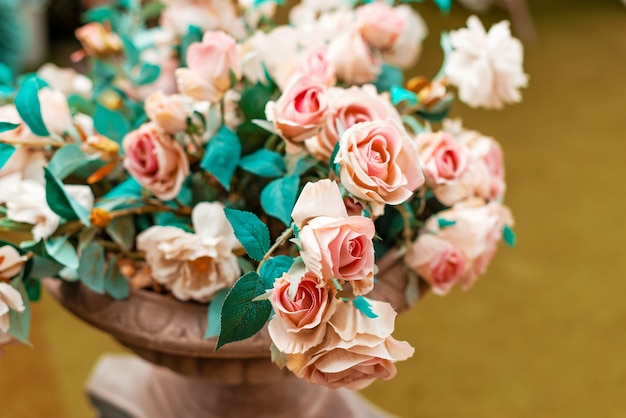 いくつかの美しい赤ちゃんのピンクのバラの写真
