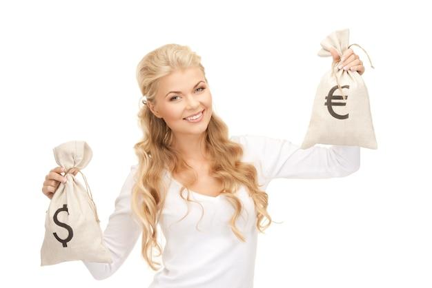 ユーロとドルのバッグを持つ女性の写真