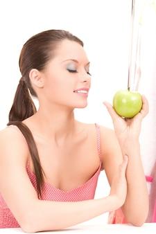 그린 애플과 아름 다운 젊은 여자의 그림