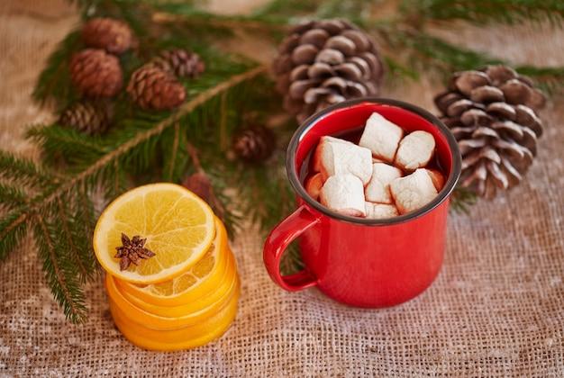 かわいいクリスマスの装飾を示す写真